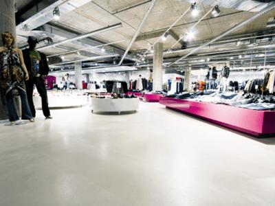 Der Renovierte Boden eines FashionStore in Barcelona