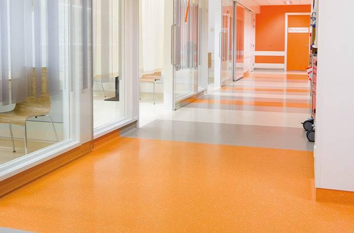 Der Renovierte Eingangsbereich eines Krankenhauses